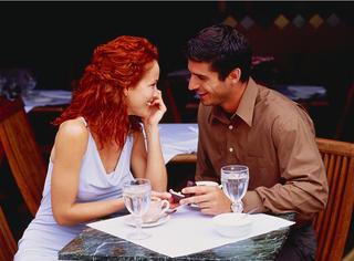 【段子】咖啡店里,我跟美女搭讪:请问你愿意打我一巴掌吗?