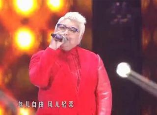 大红西服,金色短发,韩红今天穿得和权志龙一样炫酷!