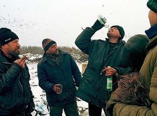 说出来你可能不信,有个俄国人为了喝酒复活了…