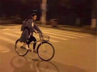 baby现身影版《微微》开机仪式,高马尾骑单车的姿势帅飞一条街!