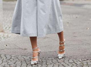 用高跟鞋配开叉裙上街秀吧,问你冷不冷的人都是嫉妒