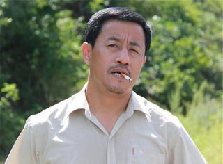 他是本山大叔的首批弟子,风头曾超刘能,却被本山大叔无情的封杀