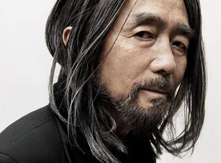 山本耀司继续着他的黑色服装王国梦