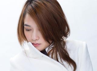 """她是台湾最美歌手,郭采洁的""""姐姐""""周迅的妹妹,母亲17岁生她!"""
