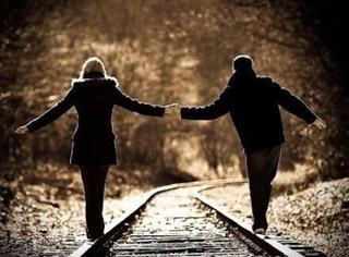 牵手方式看出你和对方的为人