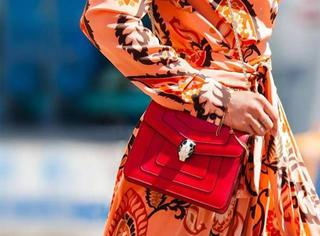 盘点街拍出镜率最高的10款红色手袋,你的上榜了吗?