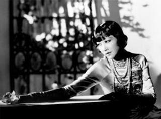 她是第一个闯荡好莱坞的中国明星,却一生背负耻辱骂名
