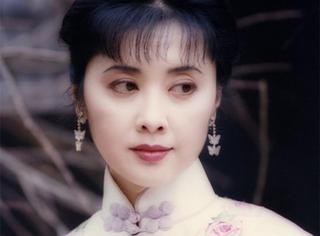 她63岁,却美貌堪比赵雅芝,气质不输林青霞!