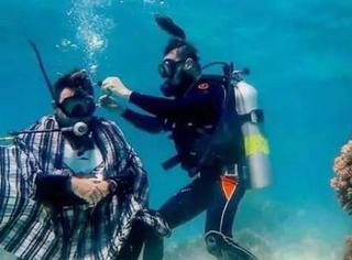战斗民族的理发师,就是天上水下都能工作的神奇存在