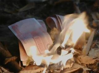韩剧惊现烧人民币镜头,棒子这么嚣张是要上天啊!