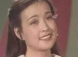 你造吗?1983年的第一届春晚,是满脸胶原蛋白的刘晓庆主持的……
