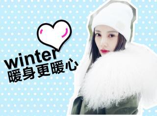 李小璐穿着大棉衣给孩子们送红包,这个冬天暖身更暖心!
