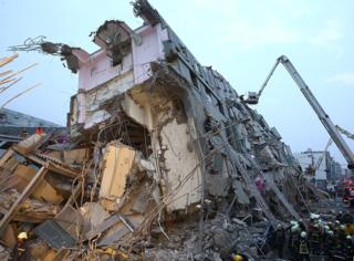 别怕!还有我们:台湾高雄6.7级地震灾情严重