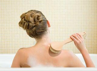 洗澡的时候女生都在想什么