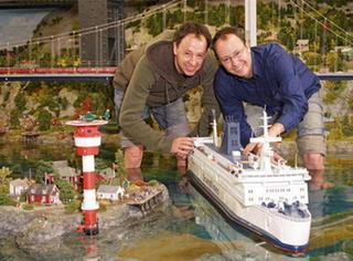 58万小时,930列火车,22万个小人儿,德国双胞胎造的袖珍国让人脑洞大开!