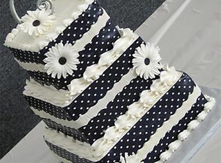这婚礼蛋糕好素!还好好看!