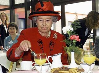 100多万一套英国皇室御用瓷器,土豪都是一打一打买的!