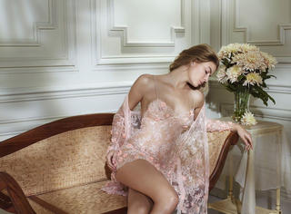 不要害羞,一件美好的情趣内衣也许就是你必胜的约会战衣!