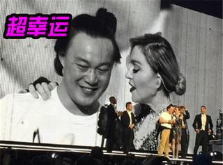 麦当娜演唱会邀粉丝上台 昨天上来的竟是陈奕迅