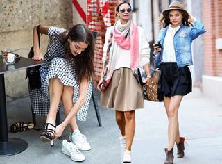 裙子+运动鞋,今年春天最潮搭配!