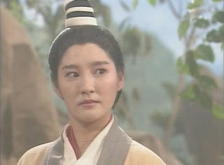 她是《神雕》恨透男人的李莫愁,戏外17岁未婚生子,至今单身…