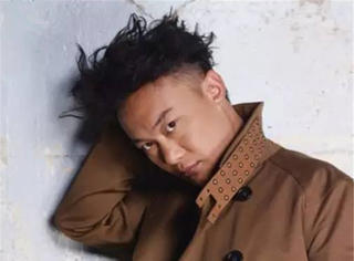 歌手身份入行却跑5年龙套如今连陈奕迅都败给了他。