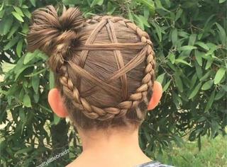 这小姑娘的发型为何如此高能?因为她有神一样的老妈!