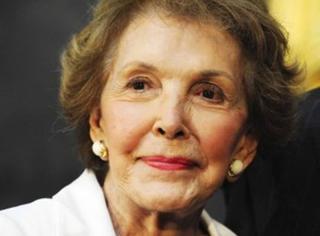 美国前总统里根夫人去世,一路走好