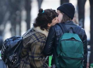 当街亲吻绯闻女友,暮光女克里斯汀的人生就是一个大写的潇洒!