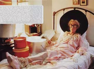 这个94岁的超模,65岁才开始当时尚主编、演员,可现在连LV、Burberry都请不到她拍片!