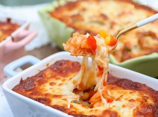 【美食圈】学国际厨娘小S做超简单快手的茄汁鸡肉虾仁焗饭~