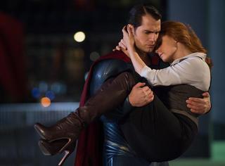 偏见│死气沉沉的《蝙超大战》,土得掉渣的超级英雄