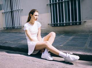 选对一双小白鞋 长腿撩人过春天