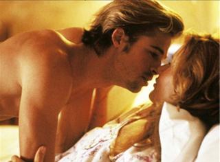 【一张床照猜电影】C罩杯的胸肌就是可以拔diao硬上!
