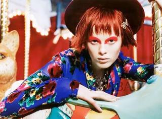 麻豆 | 她染红发剃眉毛,被老佛爷称为中世纪女伶和外星球异种的完美结合体