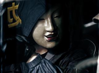 导演给长的帅的演员都戴了面具