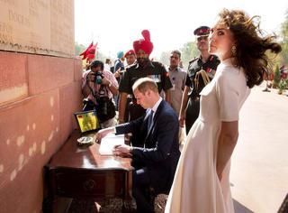 出访印度和不丹?其实凯特王妃是来贡献衣橱穿搭经的!