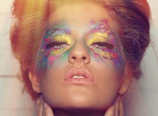 OMG| 你还在画烟熏妆?别人都已经玩出一道彩虹啦!