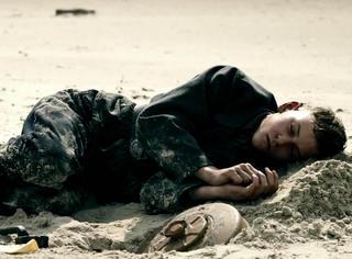 碧海蓝天下眉目如画的少年,却死得连条狗都不如!