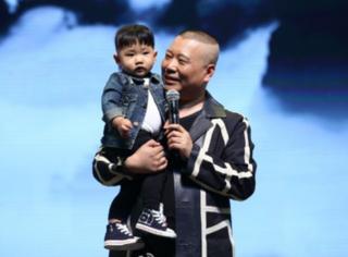 郭德纲1岁小儿子,冯小刚徐帆养女…德云社20周年2个星二代抢了镜