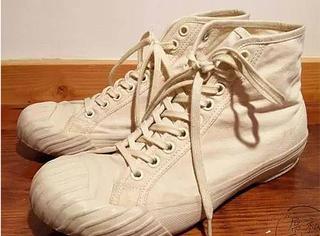 这双特别的小白鞋, 有人嫌弃它丑, 也有人就是对它爱得要命