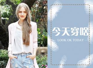 【今天穿啥】长风衣配牛仔短裤和这个季节最搭