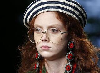 """戴上""""老干部""""眼镜的姑娘,才是真•时髦"""