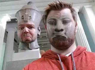 小伙子在博物馆和法老换了脸,感觉这酸爽!