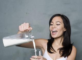 告诉我乳白色的液体是什么味道的?