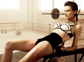 健美超模的拉伸秘籍,让你肌肉舒展!