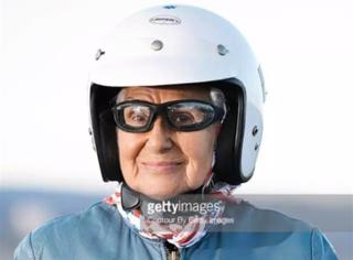 人生没有太晚的开始,90岁的哈雷奶奶,告诉你人生的极限在哪里!