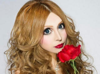 宇宙无敌大变脸!日本妹整成法国娃娃