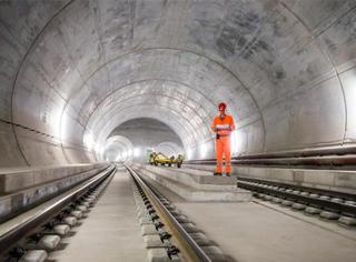 花17年建成全球最长隧道,第一件事竟用来开演唱会