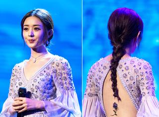 赵丽颖一身仙女裙亮相白玉兰颁奖礼,胸前背后都很有料!